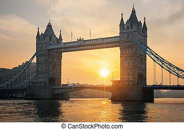 tender un puente sobre la torre, vista, salida del sol,...