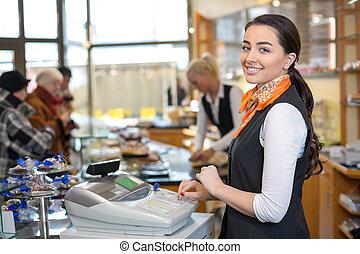 tendero, vendedora, registro, efectivo, escritorio, o