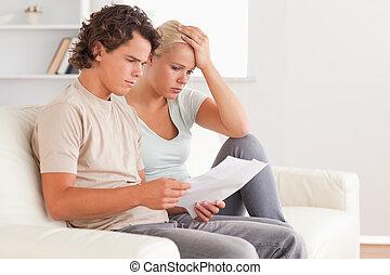 tenencia, factura, pareja, infeliz