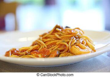 tenger gyümölcsei, spagetti