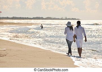 tengerpart, gyönyörű, boldog, móka, párosít, bír, fiatal