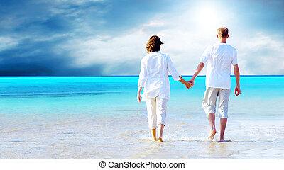 tengerpart, gyalogló, párosít, hands., birtok, hátsó kilátás