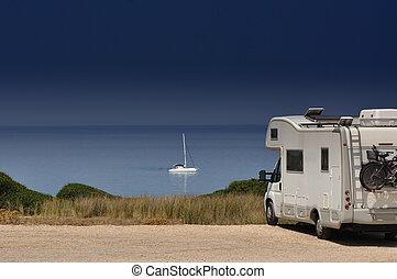 tengerpart, kempingező furgon