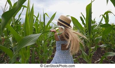 teniendo, pelo, pequeño, maíz, corriente, sonreír.,...