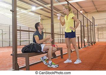 tennisplatz, paar, innen, junger, spiel, spielende