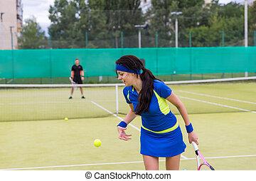 tennisspieler, spielende , a, streichholz, auf, der, gericht, auf, a, sonniger tag