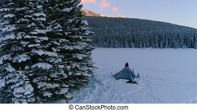 tente, couple, paysage, neige, embrasser, couvert, 4k