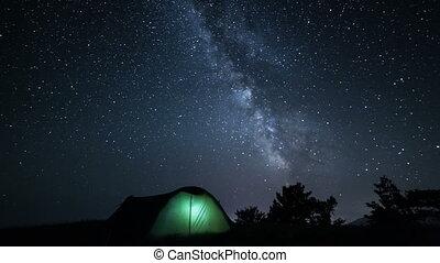 tente, en mouvement, au-dessus, étoiles, nuit