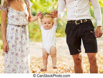 tenue, 7-9, bébé, heureux, vieux, jeune famille, sourire, ...