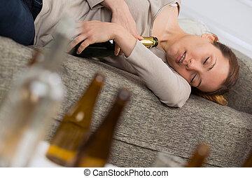 tenue, bouteilles, femme, dormir, alcoolique