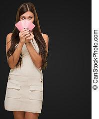 tenue femme, jeune, joli, cartes, jouer