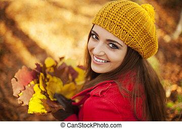 tenue femme, jour, feuilles, ensoleillé, automne, beau