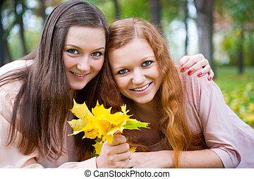 tenue, feuilles, adolescents, jaune, deux