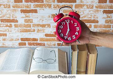 tenue, horloge, reveil, livres, au-dessus, temps, lecture, ...