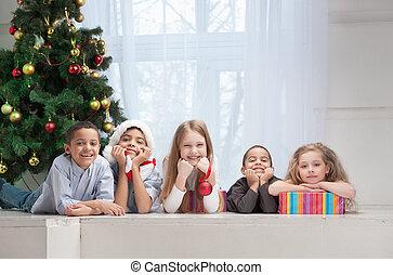 tenue, noël, sourire, enfants, dons