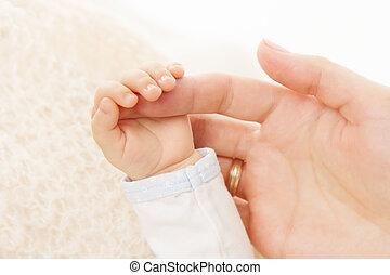 tenue, nouveau né, parent, bébé, doigt, main