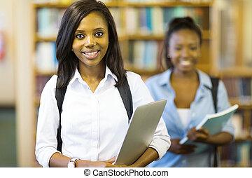 tenue, ordinateur portable, jeune, américain, étudiant université, africaine