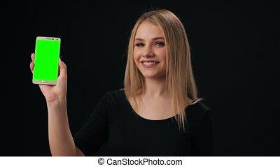 tenue, smartphone, écran, femme, vert