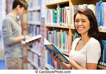 tenue, sourire, livre, étudiant