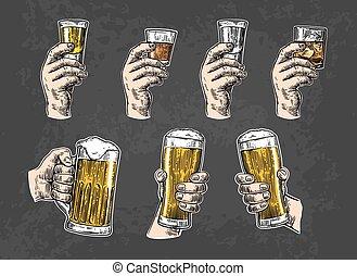 tequila, ラム酒, ビール, 氷, 手, ウイスキー, 保有物, cubes., マレ, ガラス, ウォッカ