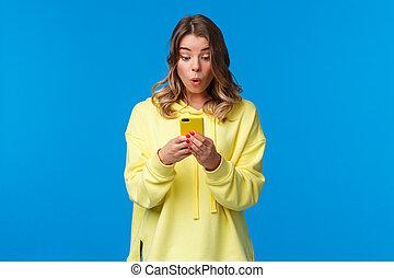 ter, loja, loura, aplicação, roupas, surpreendido, femininas, smartphone, percorrendo, algo, bonito, interessante, online, internet, vendo, intrigado, usando, fresco, procurar, novo, equipamento