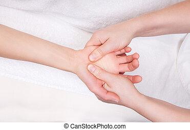 terapeuta, calificado, palma, masaje, terapéutico
