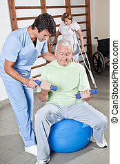 terapeuta físico, ajudando, um, paciente