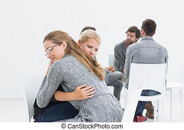 terapeuta, grupo, abraçando, cliente, sessão, terapia