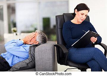 terapeuta, meio, sessão, chorando, durante, envelhecido, homem
