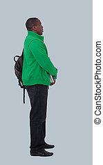 természetes külső, mosolygós, fiatal, african american hím, formál, képben látható, elszigetelt, háttér