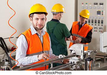 termelés, munkás, közben, termelés beperel