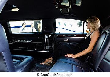 terminal, aéroport, femme, limousine