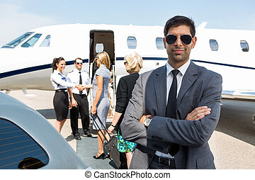terminal, confiant, aéroport, jeune, homme affaires