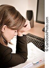 terneergeslagen, persoon, werken, zakelijk, hoofdpijn