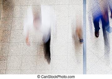 ternissure mouvement, de, gens marcher, ensemble