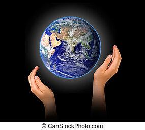 terra planeta, em, mãos
