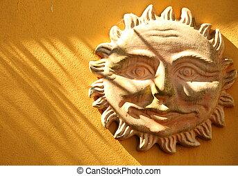 terracota, sol sonriente, en, un, pared