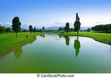 terrain de golf, herbe verte, champ, réflexion lac