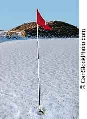 terrain de golf, neige, onduler, cours, drapeau, couvert, rouges