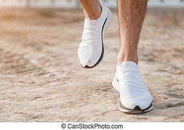 terrain., pays, sur, hommes, croix, foyer, pieds, courant, espadrilles, legs., blanc, coureur, rugueux
