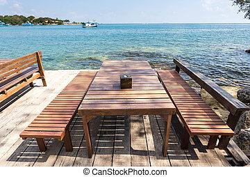 drau en st hle holz terrasse meer tisch ansicht. Black Bedroom Furniture Sets. Home Design Ideas