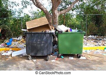terre, partout, sale, désordre, déchets ménagers, récipients