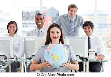 terrestre, elle, femme affaires, globe, confiant, tenue, devant