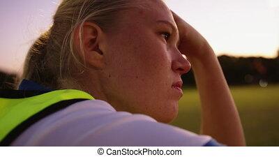 terrestre, football, femme, joueur, field., 4k, séance