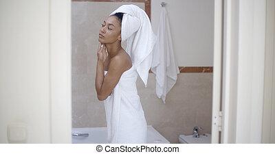testa, donna, asciugamano, bagno