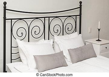 Testata letto immagini e archivi testata letto immagini e foto royalty free - Testata letto cuscini ...