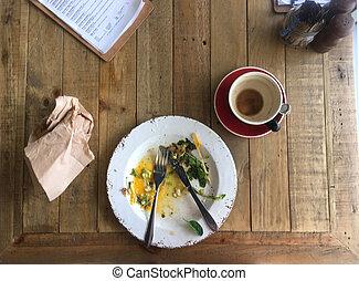 tető kilátás, külső on, asztal, befejezett, tányér, és, kávécserje, alatt, forrás