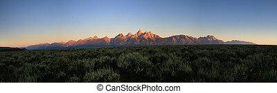 Teton sunrise panorama