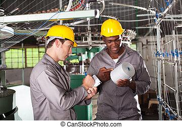 textil arbeiter, arbeit, disscussing, zwei