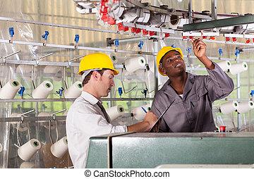 textilt verk, arbetare, och, kvalitet, kontrollant